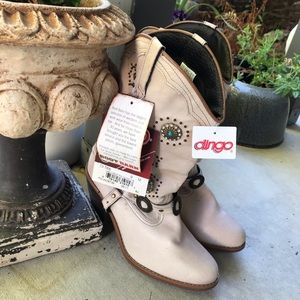 New with Tags! Dingo boots 9